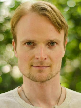 Christian Möllenhoff, professeur de yoga et méditation avec 15 ans d'expérience.