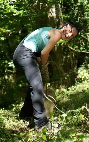 Karma yoga dans la forêt.