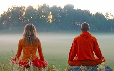 Participant au stage de yoga été en méditation.
