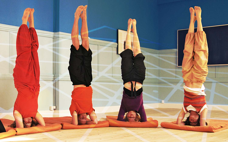 La posture de yoga sirsasana