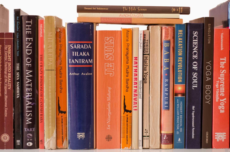 Livres de yoga dans une bibliotèque