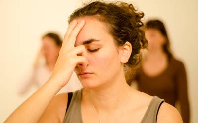 La respiration alternée. Exercice de respiration dans la tradition du hatha yoga.
