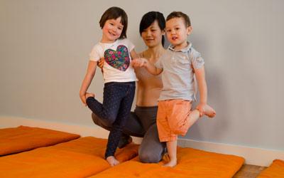Posture d'équilibre enfant.