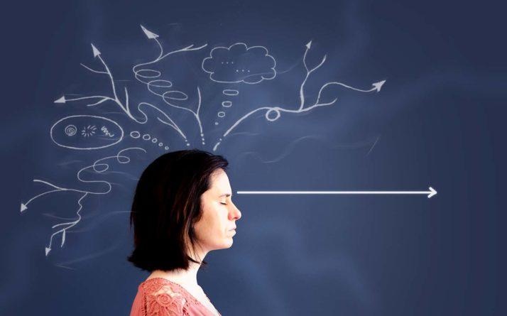 Femme qui a appris à améliorer sa concentration.